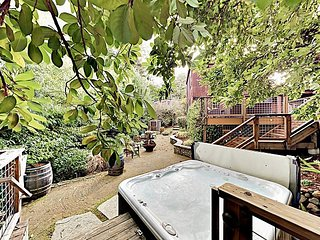 Gorgeous Guerneville Retreat w/ Hot Tub, Deck & Fireplace - Near Vineyards