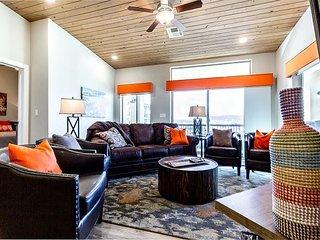 Luxury family unit with pool. 4 bed 4 bath, sleeps 16.  New Unit