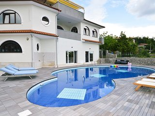 5 bedroom Villa with Pool, Air Con and WiFi - 5779631