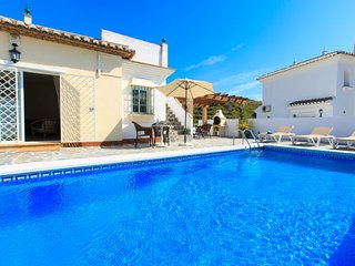 5 bedroom Villa with Air Con, WiFi and Walk to Beach & Shops - 5699235
