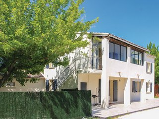 Amazing home in l'Isle sur Sorgue w/ WiFi and 3 Bedrooms