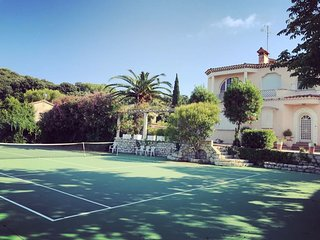 Lovely 6 bedroom villa, Sea view , Tennis court, Large land