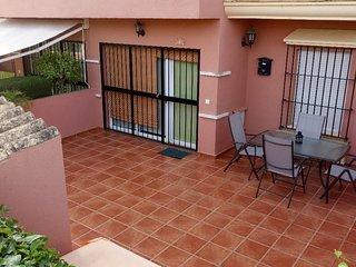 Bonito apartamento situado en el Campo de Golf de Islantilla, muy tranquilo.