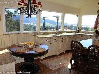 Beautiful Spacious home with Ocean Views, Chefs Kitchen, Newly Remodled!