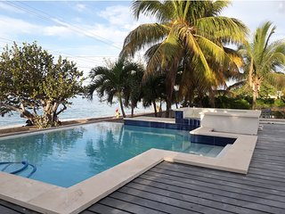 Luxury Beach Villa, heated  pool & Jacuzzi,18 guests
