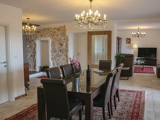 Awesome home in Praputnjak w/ WiFi, Outdoor swimming pool and 4 Bedrooms