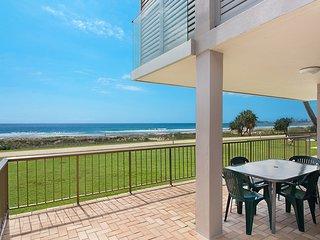 Bilinga Beach 4 - Absolute Beachfront