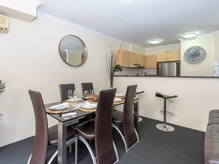 GREAT 2BR Apt in Pyrmont (free parking) 70