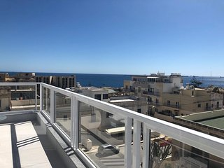 3. Luxury Sea View 2 bed Apartment close to Beach!