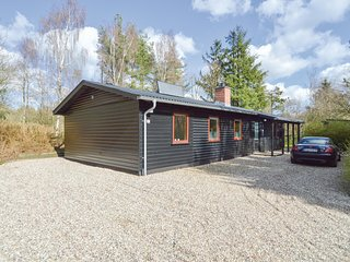Stunning home in Toftlund w/ 4 Bedrooms and WiFi