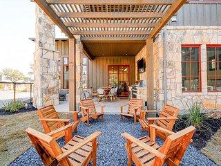 Lake Travis 3BR/3.5BA w/ Loft - Resort Pool, Tennis, Outdoor Patio & Kitchen