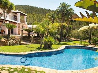 Villa Torres Caron,  op heuvel midden in de natuur