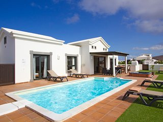Luxury Villa, Playa Blanca, Lanzarote with private pool and hot tub
