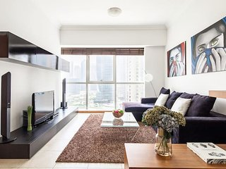 Cozy 1BR with JLT views - sleeps 3