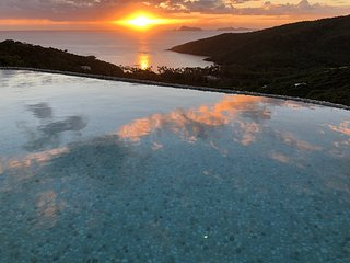 Rojost Retreat - Luxury Bequia Villa rental