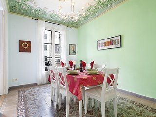 Beautiful apartment with balcony in the centre in Las Ramblas for 7