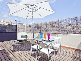 Duplex apartment in Barcelona centre with private terrace for 3