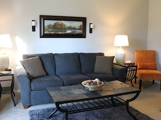 Hummingbird Haven -  Lake View Pet Friendly Walk-in with Amenities