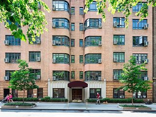 ELEGANT 1 BEDROOM ON EAST 52nd ST & 2nd AVENUE