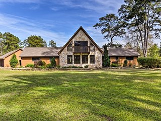 NEW! 7.5-Acre Private Ranch Home w/ Pool+Game Loft