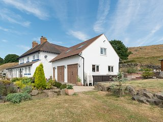 SOUTHVIEW, romantic retreat, hill views, near Ludlow, Ref 22707