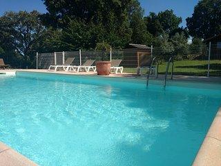 Chalet climatise avec piscine au calme