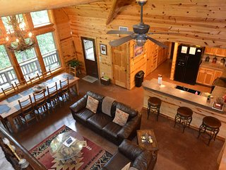 Wild West Lodge (5 Bdrm) (High Lux)(HOT TUB)