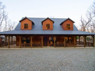 Cowboy Cabin (4 Bdrm) (High Lux)(HOT TUB)