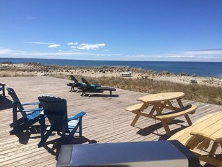 Direct Ocean-front Oasis - SLEEPS 6! VERY SPACIOUS!! 25x30 ft EXCLUSIVE USE DECK