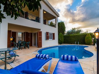 Villa Maritsa: Large Private Pool, Sea Views, A/C, WiFi