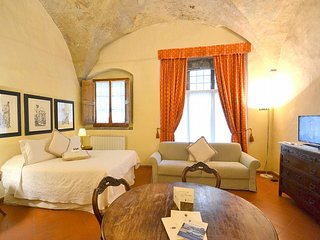 Oltrarno Villa Sleeps 4 with Air Con - 5780577