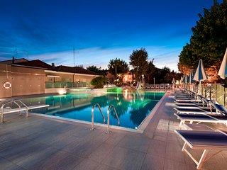 Suite Apartment Paris - Appartamento di lusso con piscina a Bellaria Igea Marina