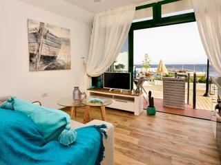 Cosmo Apartment. Sea Views.