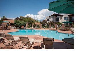 Beautiful Comfortable Condo! Community Pool! OCE C12 - S097
