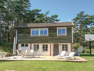 Amazing home in Borrby w/ Sauna, WiFi and 3 Bedrooms
