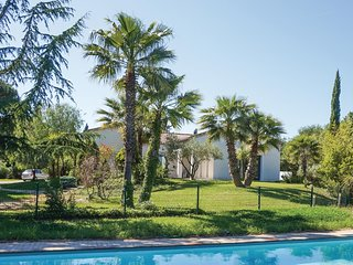 Stunning home in Beziers w/ Outdoor swimming pool, WiFi and 5 Bedrooms