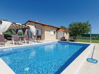 Awesome home in Rovinj w/ Jacuzzi, WiFi and 2 Bedrooms