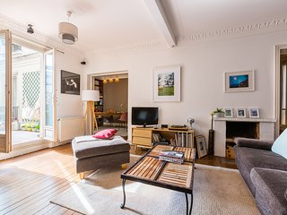 Veeve - Spacious by Canal Saint Martin