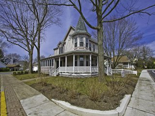 3BR/2BA Remodeled Victorian Home 141351