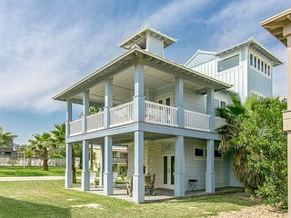 Spacious Gulf-View 4BR Retreat w/ Pool & Boardwalk to Beach!
