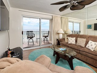 The Palms 304: MASTER bdrm BALCONY access -beach service included!