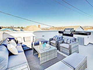 Luxe Balboa Peninsula 3BR/3BA Condo w/ Gourmet Kitchen & Epic Rooftop Deck