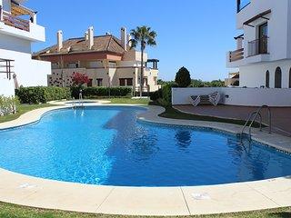 Milla de Oro, terraza vistas al mar, garage, piscina, wifi, climatizado