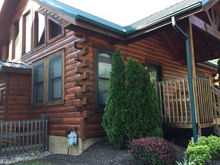 New Renovations -- Popular Family Cabin! Great Location! Great Reviews!