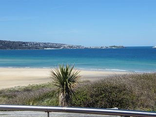 2 Bedroom Cottage - Sea View and Family Friendly - 'Beach View House'