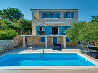 Sea view Stone Villa with pool for rent Sibenik area