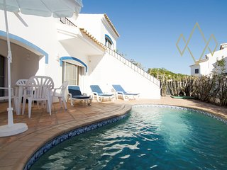 2 bedroom Villa with Pool and Air Con - 5489453