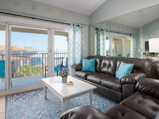 Beach Chair Service Included. Beautiful Penthouse Condo. Gorgeous Surroundings.