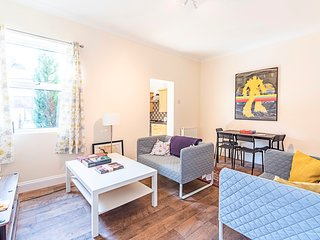 Spacious 4 Bed Apartment Near Tooting Gardens