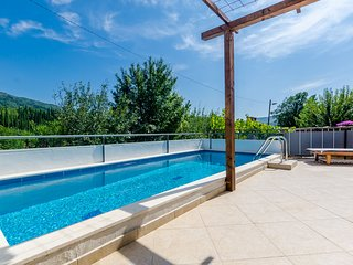 Villa Dalmatian Gem - Two-Bedroom Villa with Terrace and Swimming Pool